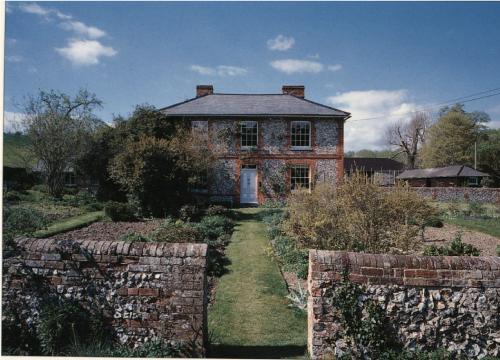 Photograph of Fawley Bottom Farmhouse, home to John Piper