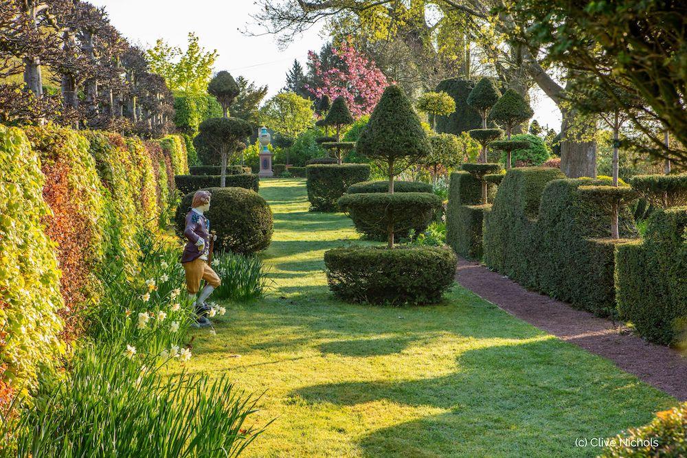 The Laskett Elizabeth Tudor Walk © Clive Nichols