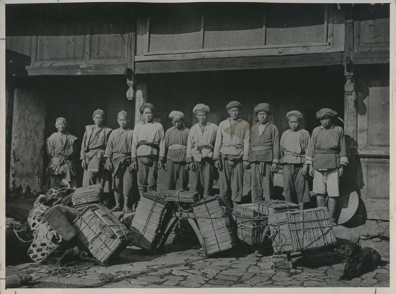 Untold Histories: a photo of Lao Chao and a team of Chinese plant collectors